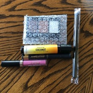 Bundle of make up➡️ FREE with purchase